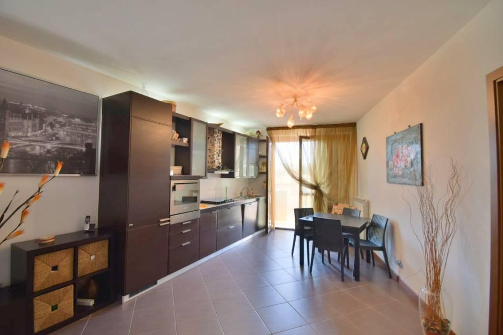Appartamento in ottime condizioni in vendita Rif. 7539748