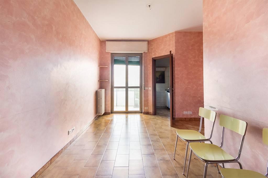 Appartamento in buone condizioni in affitto Rif. 7541978
