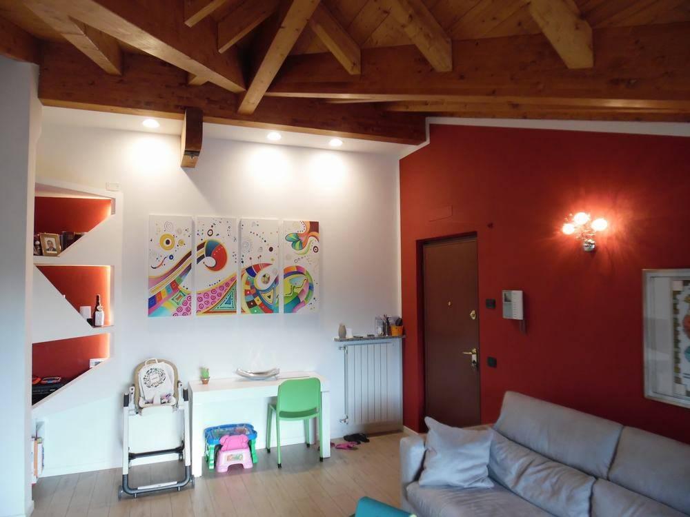 Appartamento in ottime condizioni parzialmente arredato in vendita Rif. 7539780