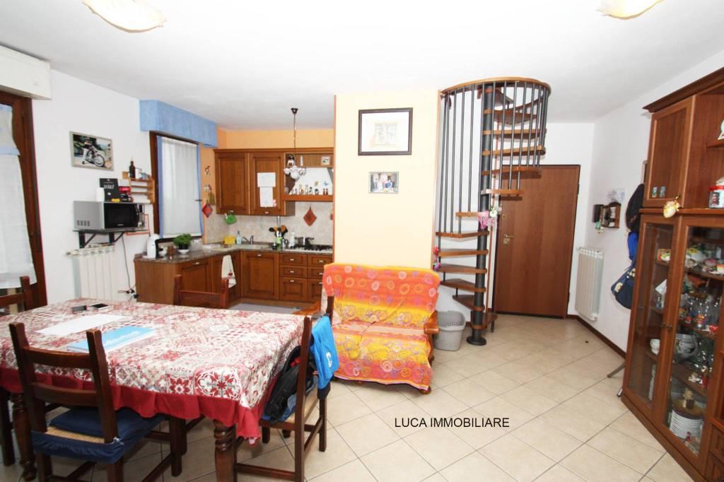 Appartamento in ottime condizioni in vendita Rif. 7541113