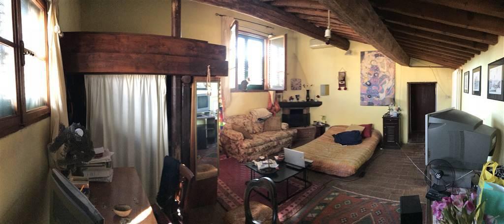 Attico / Mansarda in buone condizioni arredato in affitto Rif. 7553184