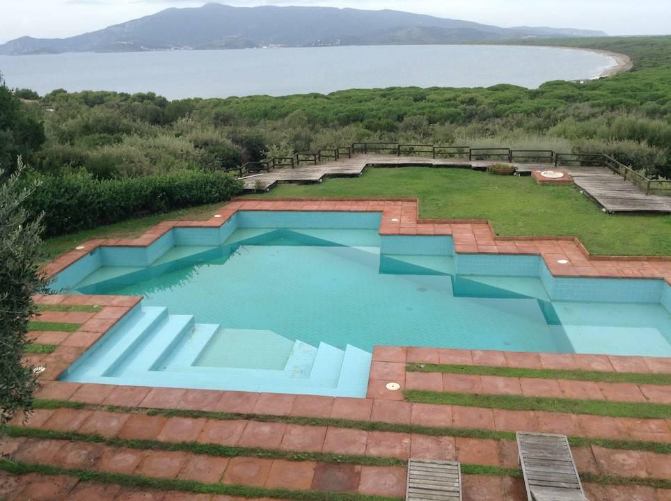 Villa in buone condizioni parzialmente arredato in vendita Rif. 7552065