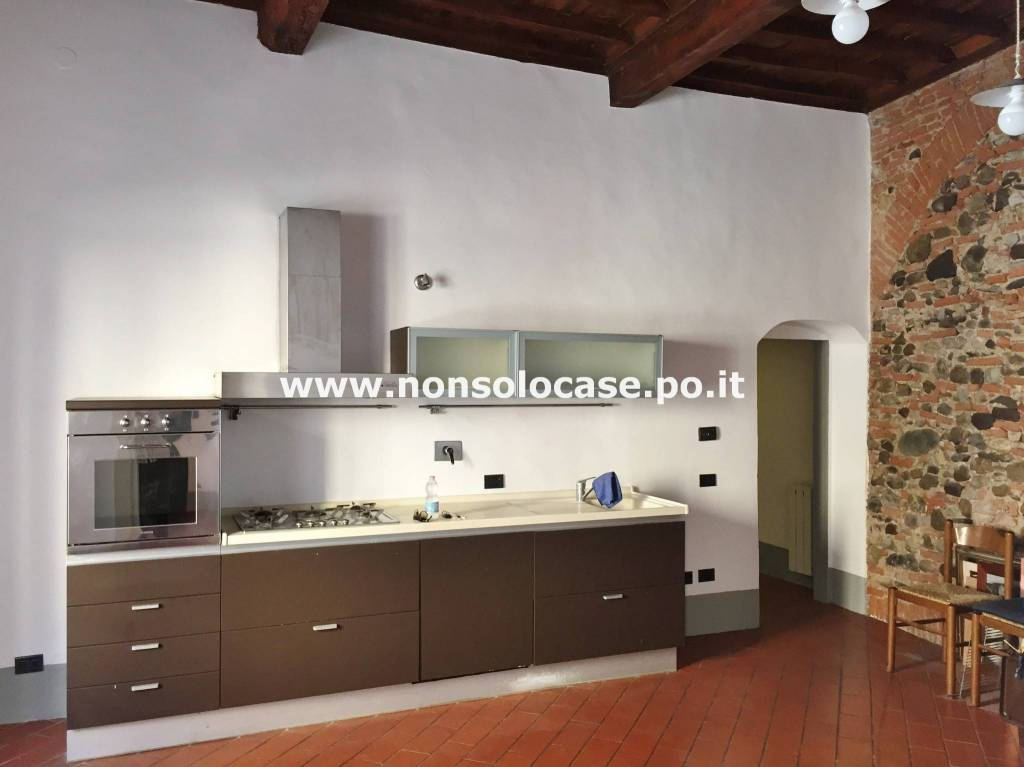 Appartamento in buone condizioni parzialmente arredato in vendita Rif. 8896890