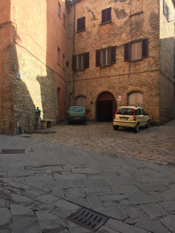Fondo commerciale in Volterra (PI) - Ag. Imm. Valdicecina