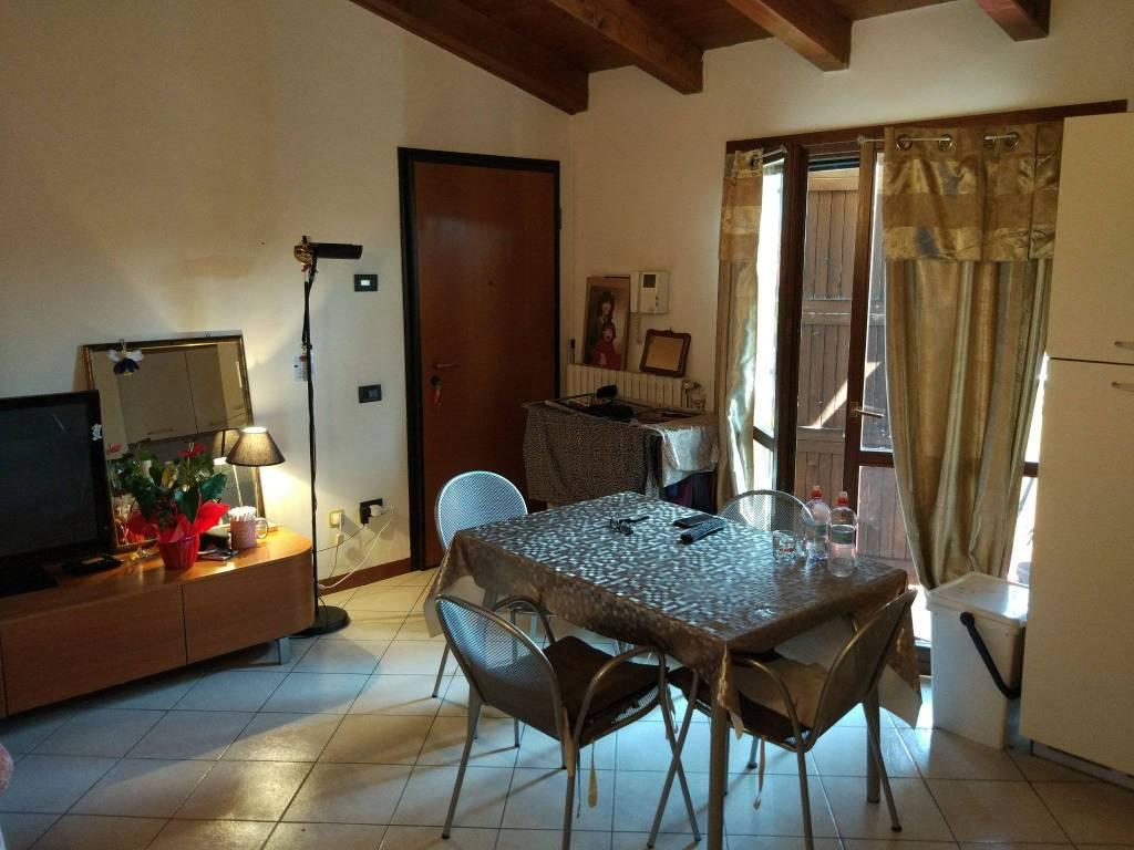 Appartamento in buone condizioni in vendita Rif. 7551337