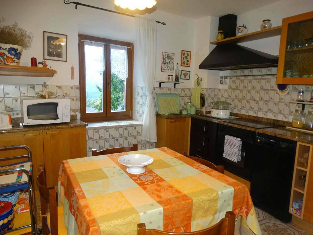 Appartamento in buone condizioni arredato in vendita Rif. 7551967