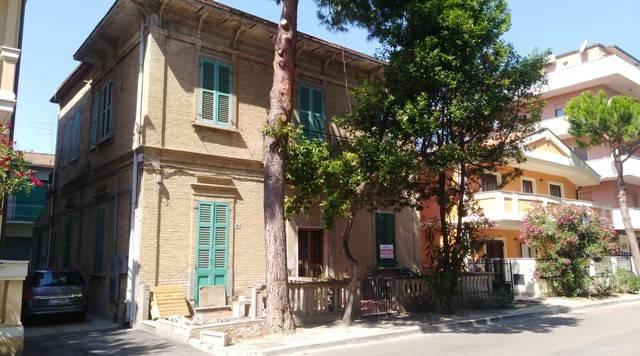 Stabile 6 locali in vendita a Silvi (TE)