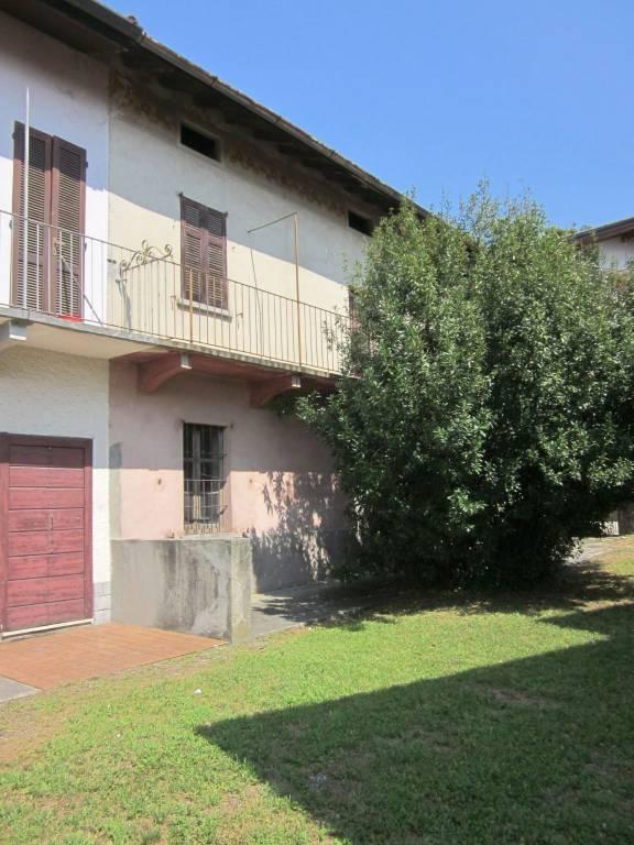 Palazzo / Stabile in vendita a Gavirate, 3 locali, prezzo € 139.000 | CambioCasa.it
