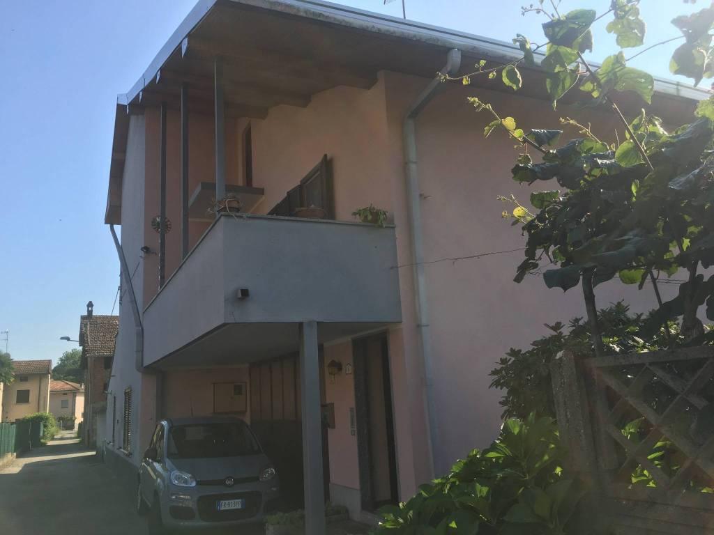 Appartamento in buone condizioni in affitto Rif. 7557582