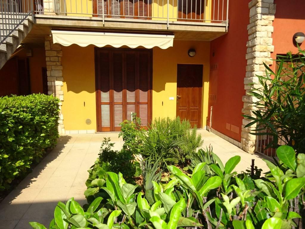 Appartamento in buone condizioni arredato in affitto Rif. 7558672