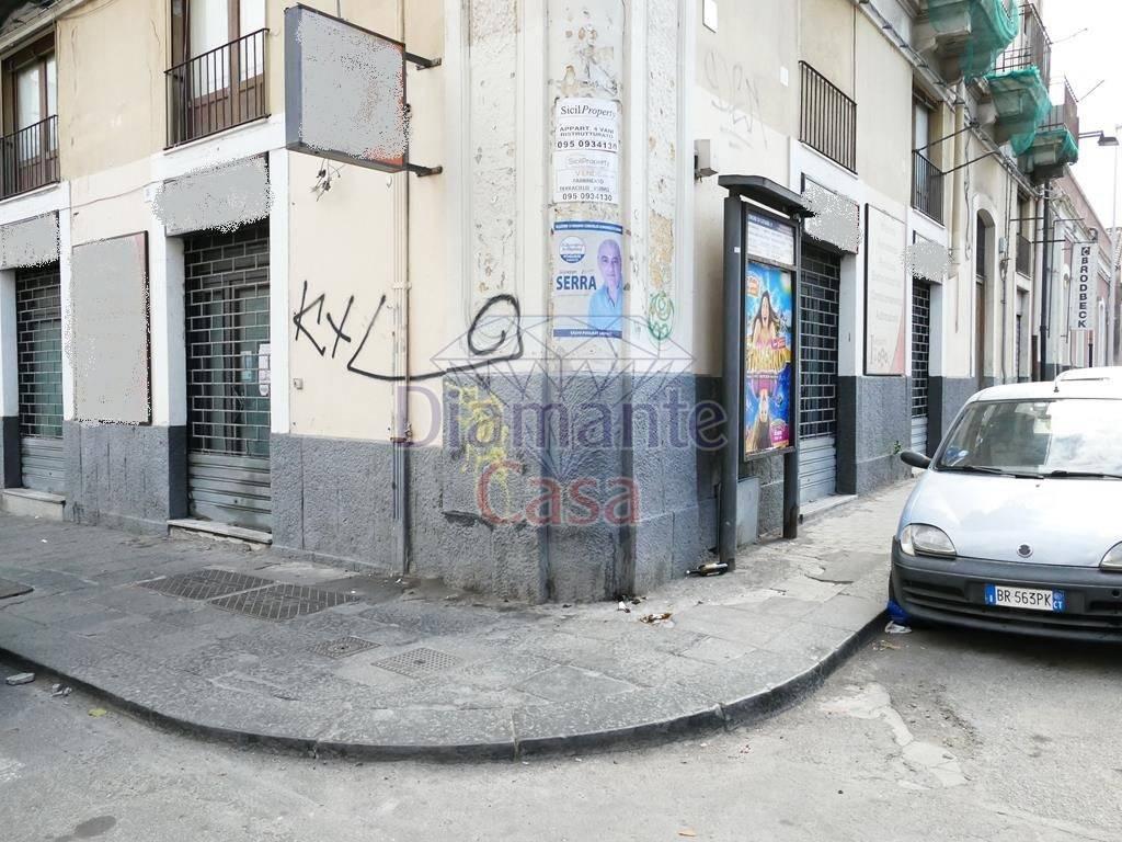 Negozio-locale in Affitto a Catania Centro: 2 locali, 66 mq
