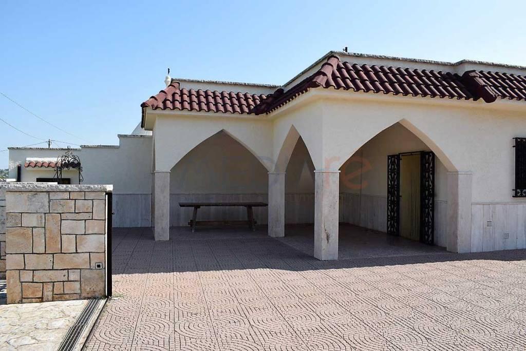 Villa in buone condizioni arredato in vendita Rif. 7559815
