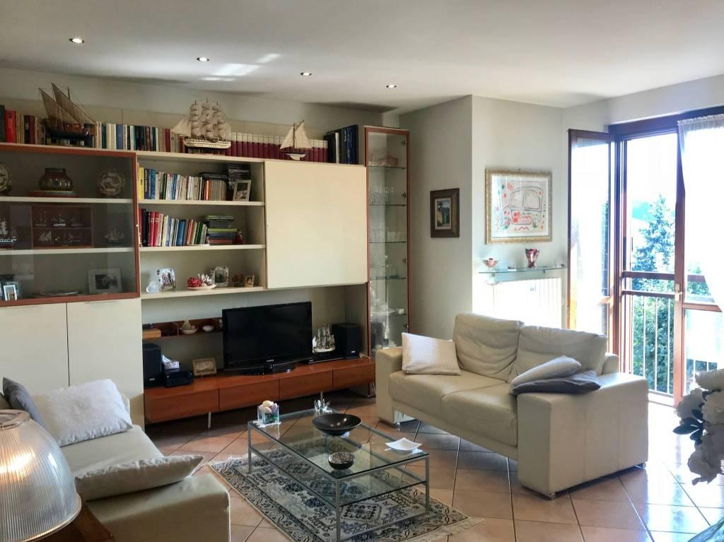 Appartamento in ottime condizioni in vendita Rif. 9175903