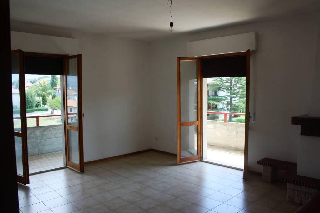 Appartamento in buone condizioni in vendita Rif. 7557636