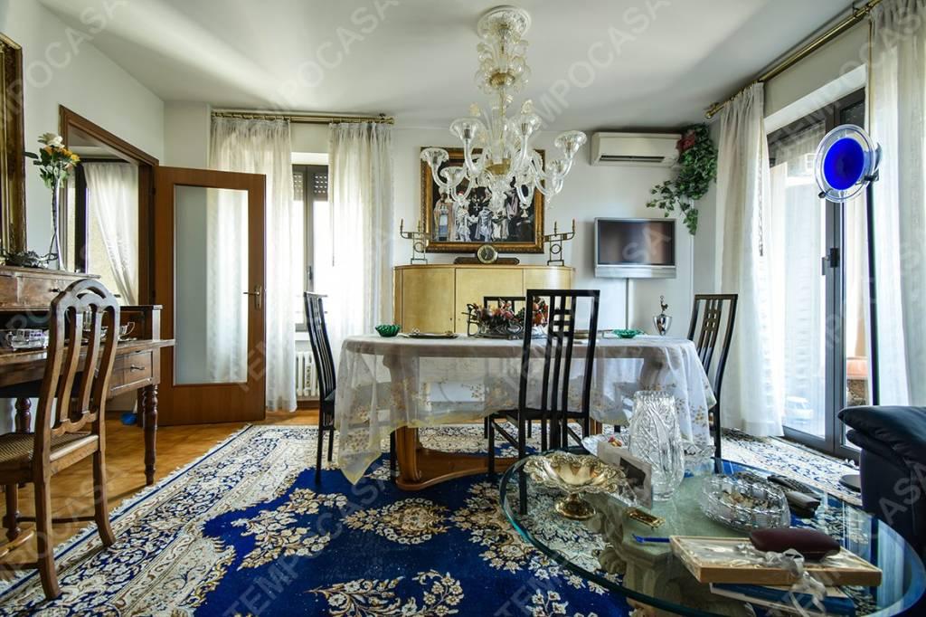 Appartamento in vendita 5 vani 112 mq.  via di Corticella Bologna