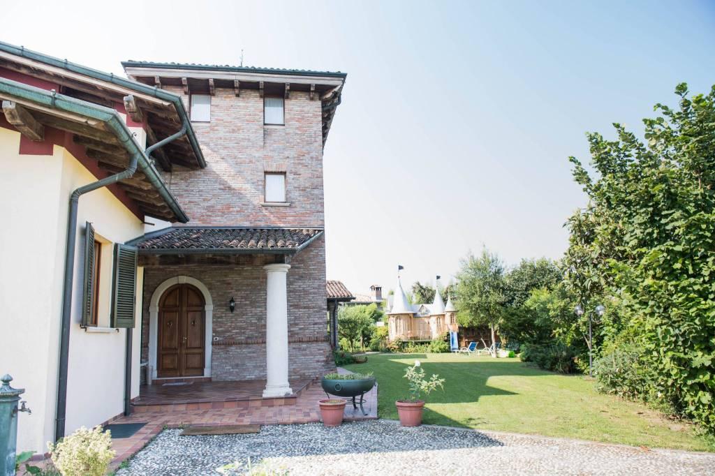 Villa in vendita a Leno, 6 locali, prezzo € 1.800.000 | CambioCasa.it