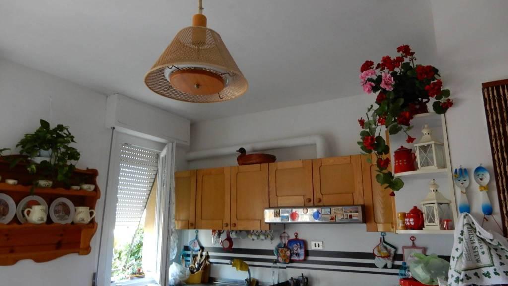 Appartamento in buone condizioni in vendita Rif. 7593692