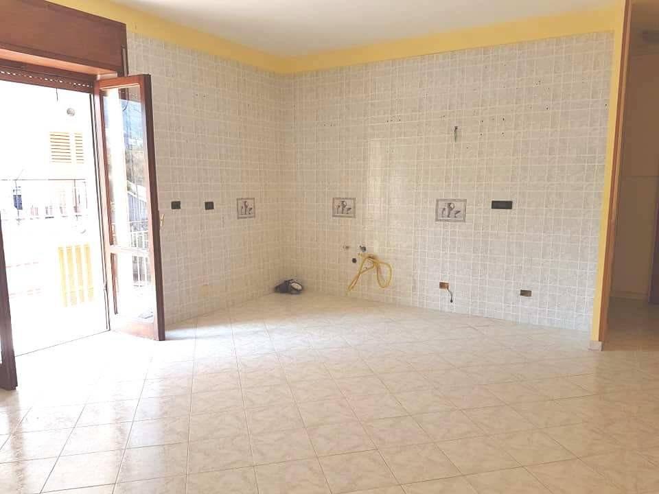 Appartamento Centrale 60 mq, 430 euro.