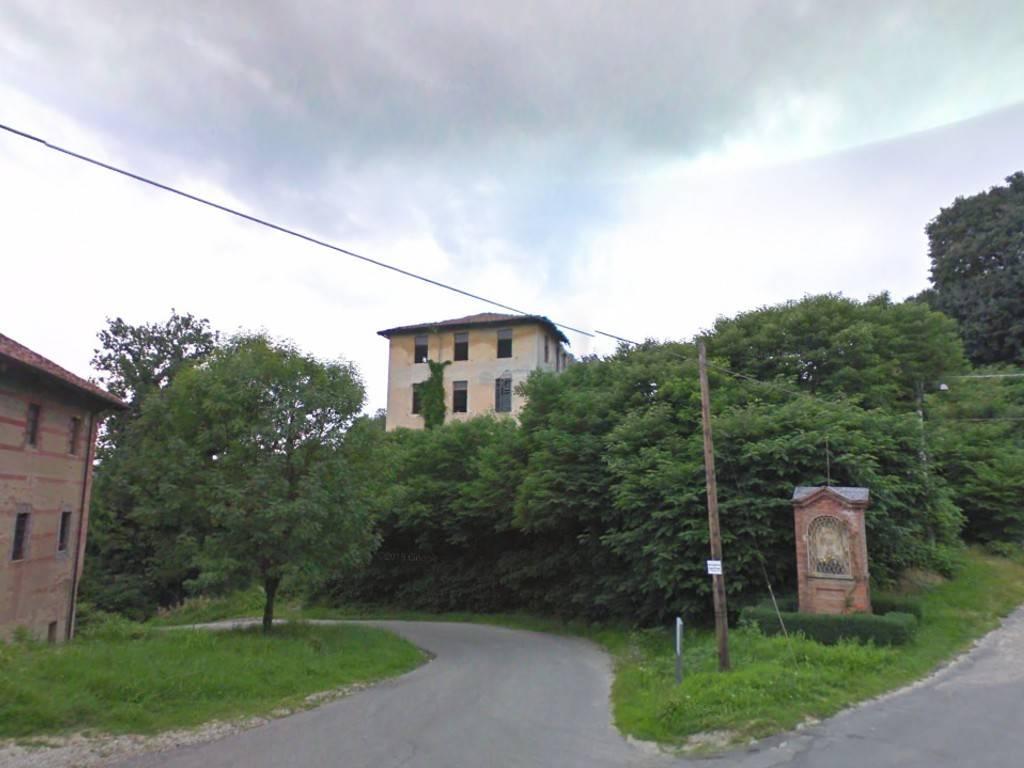 Palazzo / Stabile in Vendita a Brusasco