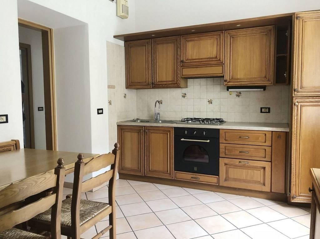 Appartamento in ottime condizioni parzialmente arredato in vendita Rif. 7566062