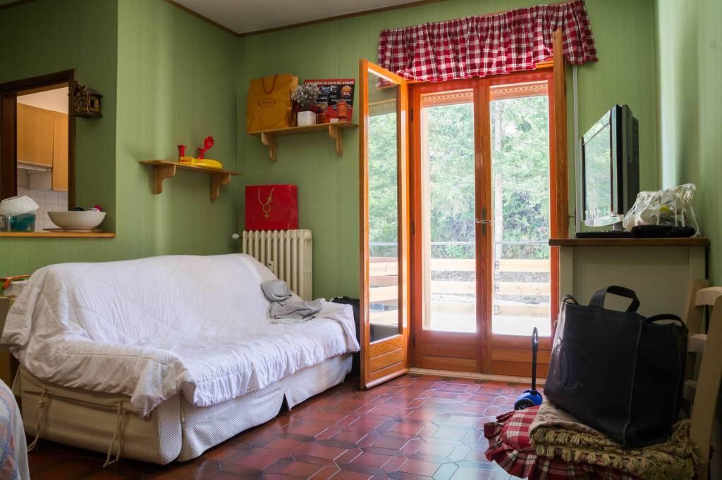 Appartamento in buone condizioni in vendita Rif. 8910903