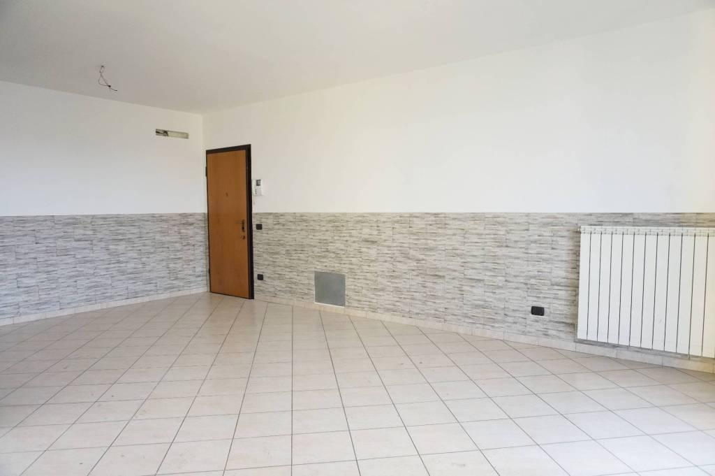 Appartamento in ottime condizioni in vendita Rif. 7576141