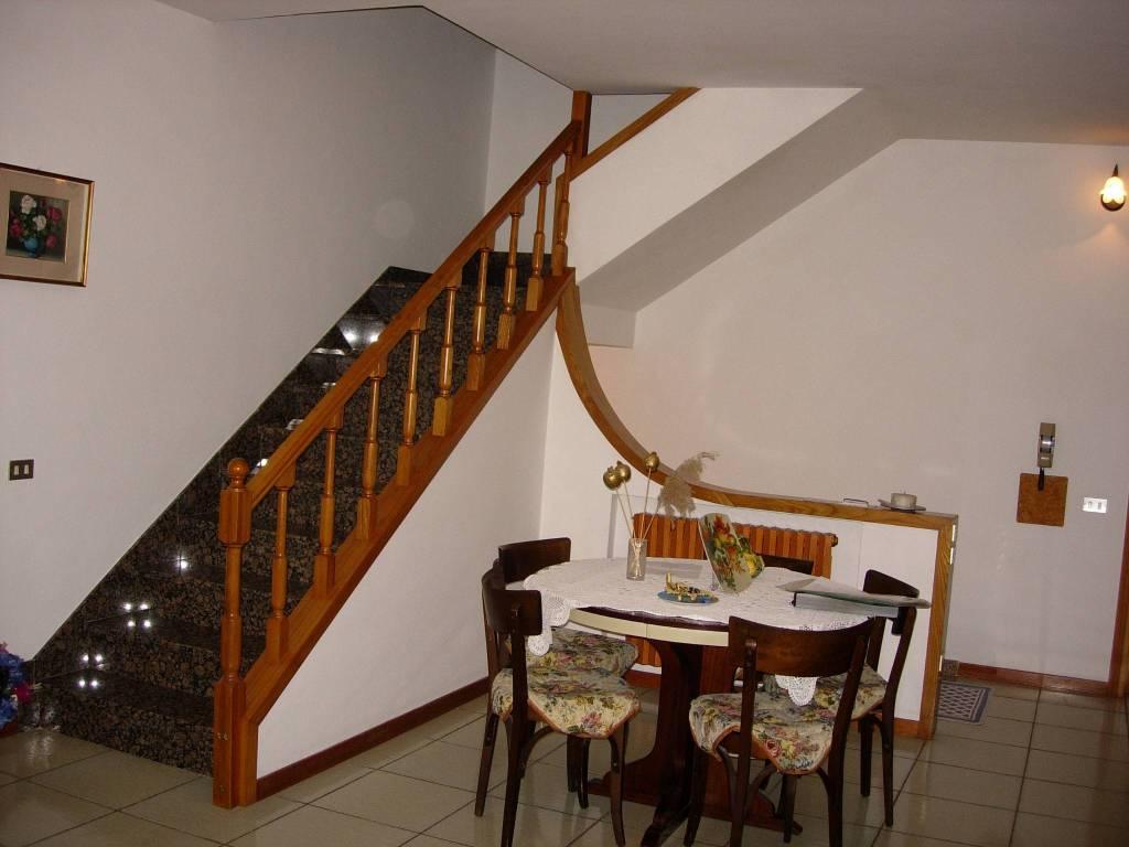 Appartamento in buone condizioni in vendita Rif. 7576842