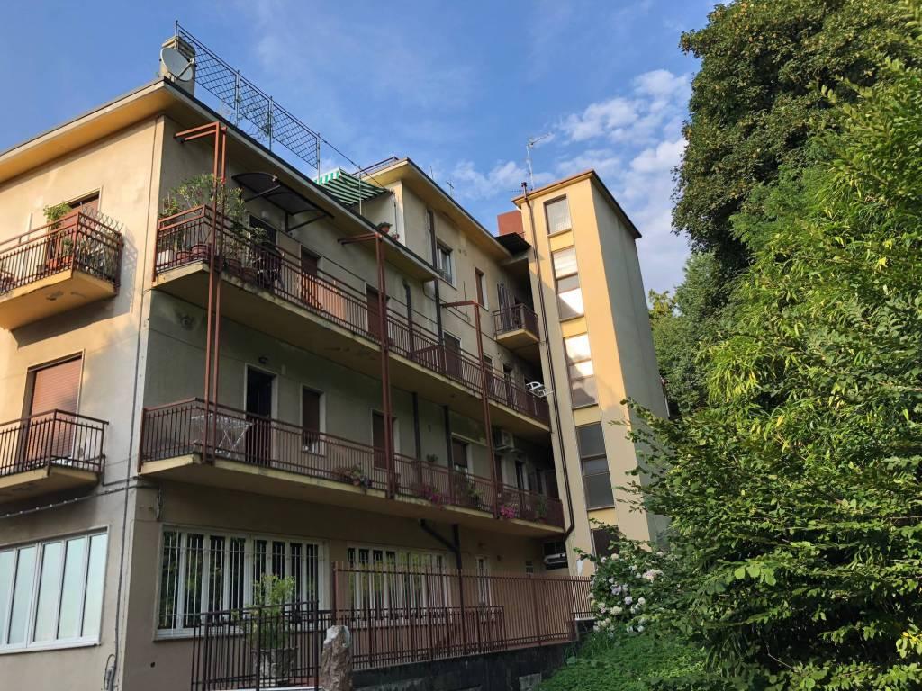 Appartamento trilocale in affitto a Barzanò