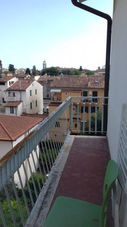 x studenti -inizi Porta a Lucca- 4 enormi singole