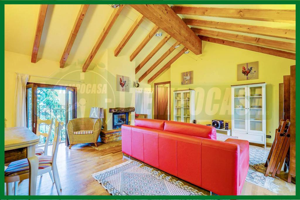 Appartamento in buone condizioni arredato in vendita Rif. 8914691