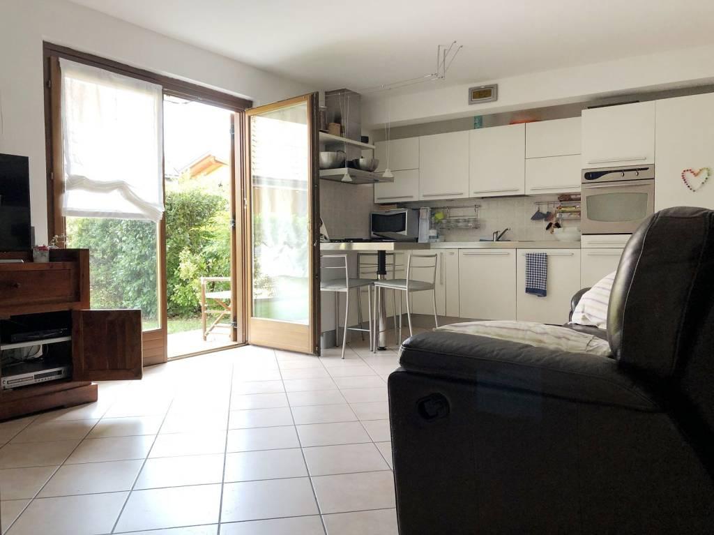 Appartamento in ottime condizioni parzialmente arredato in vendita Rif. 7448419