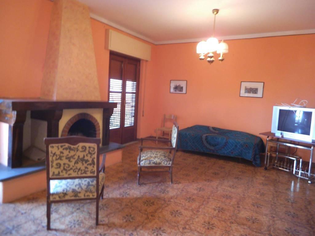 Appartamento in buone condizioni in vendita Rif. 7576923