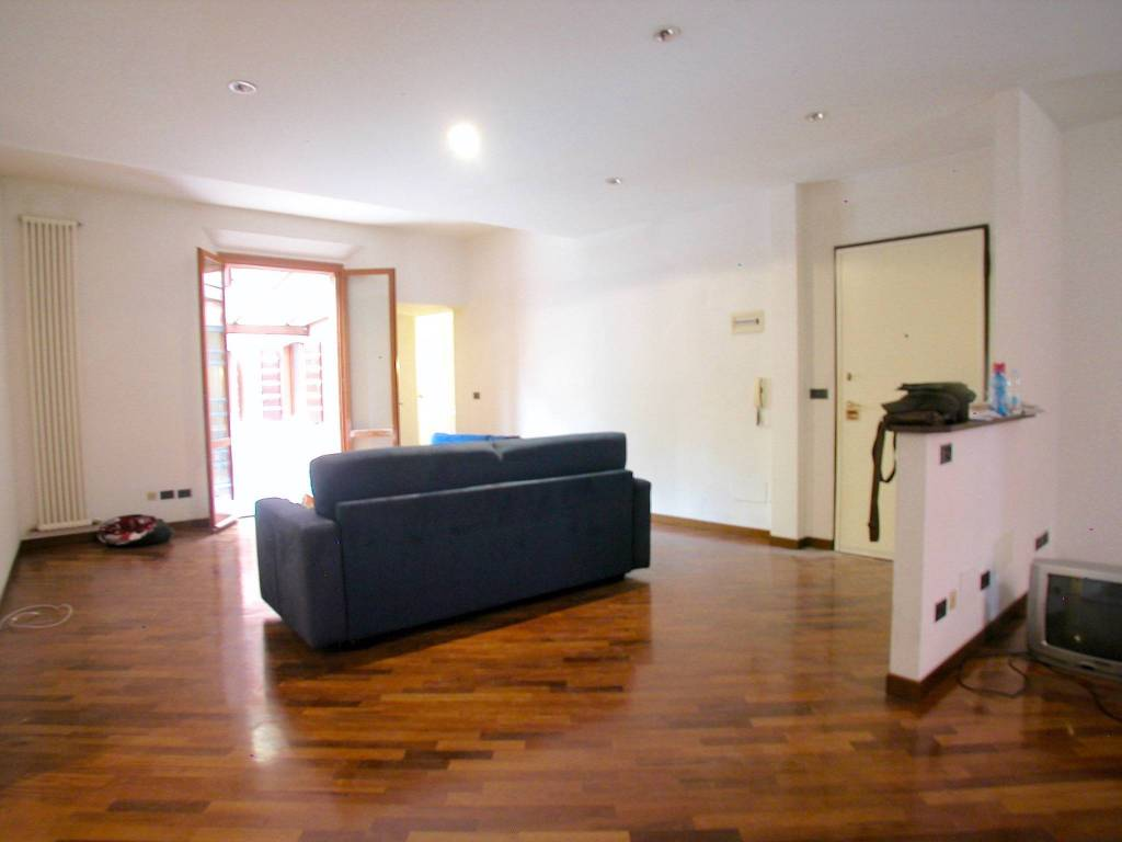 Appartamento in vendita 6 vani 213 mq.  via delle Moline Bologna
