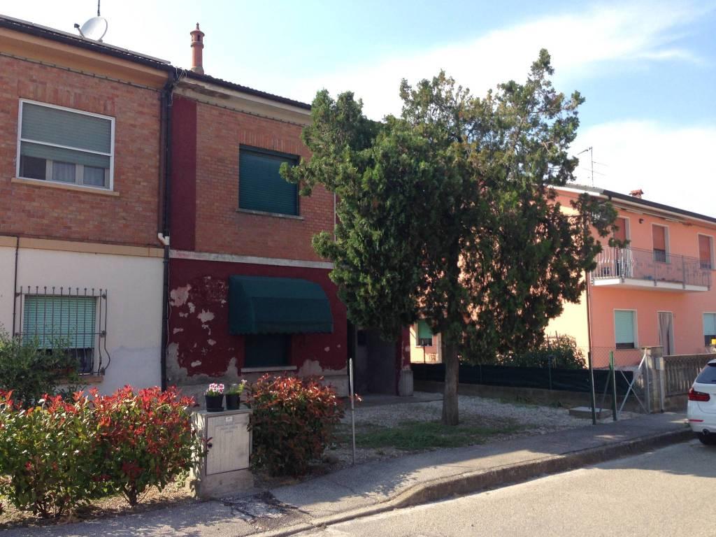 Appartamento da ristrutturare in vendita Rif. 7576844