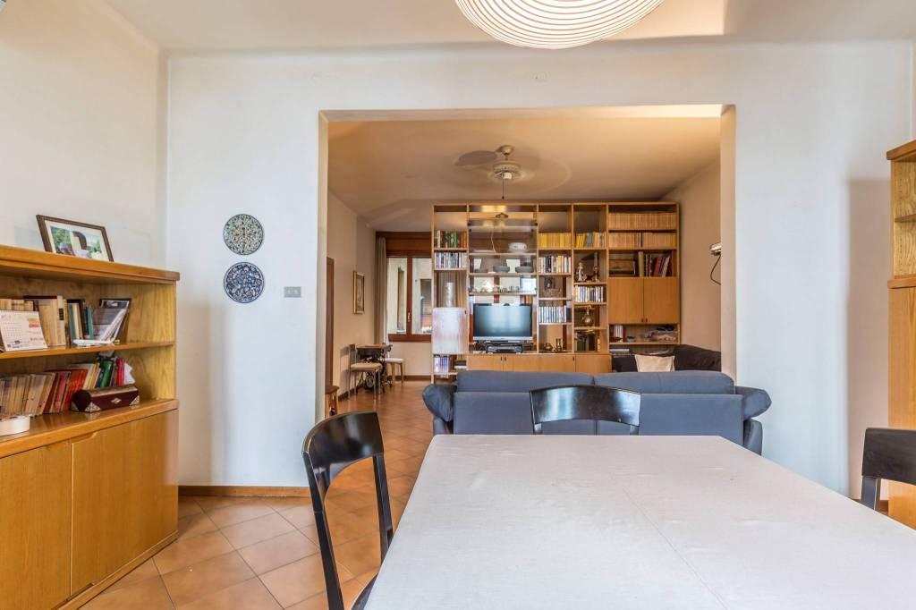 Appartamento in vendita 5 vani 160 mq.  via Sant'Isaia 38 Bologna