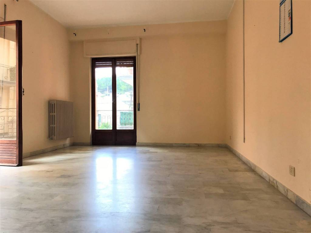 Appartamento in buone condizioni in affitto Rif. 7578109