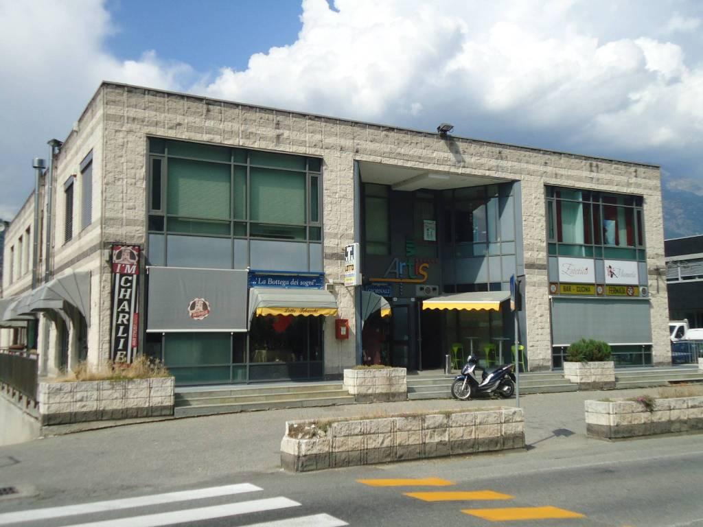 Negozio trilocale in vendita a Charvensod (AO)