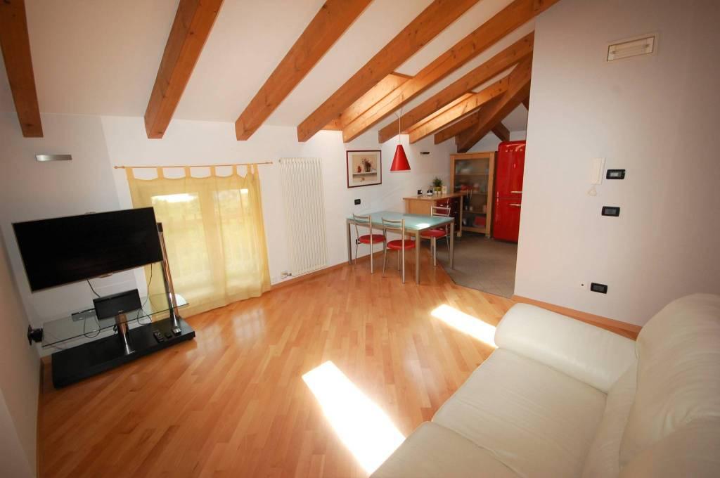Appartamento in ottime condizioni parzialmente arredato in vendita Rif. 7576949