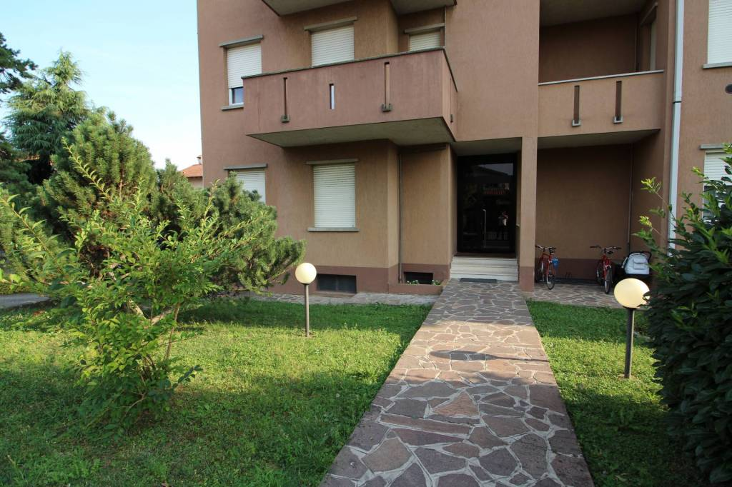 Appartamento in ottime condizioni parzialmente arredato in vendita Rif. 7576185