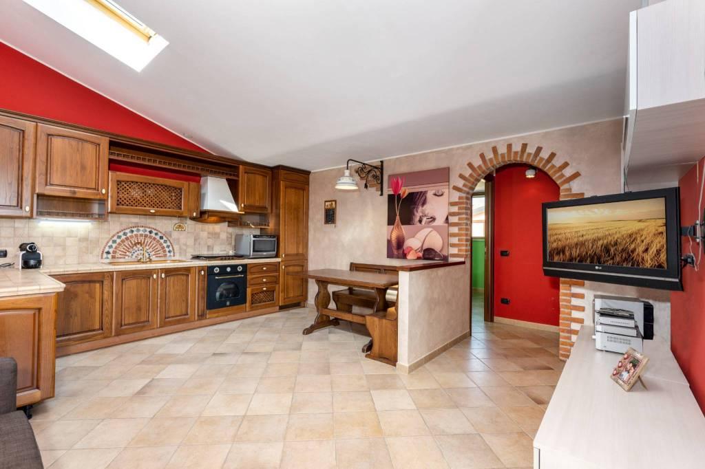 Appartamento in ottime condizioni arredato in vendita Rif. 7583119