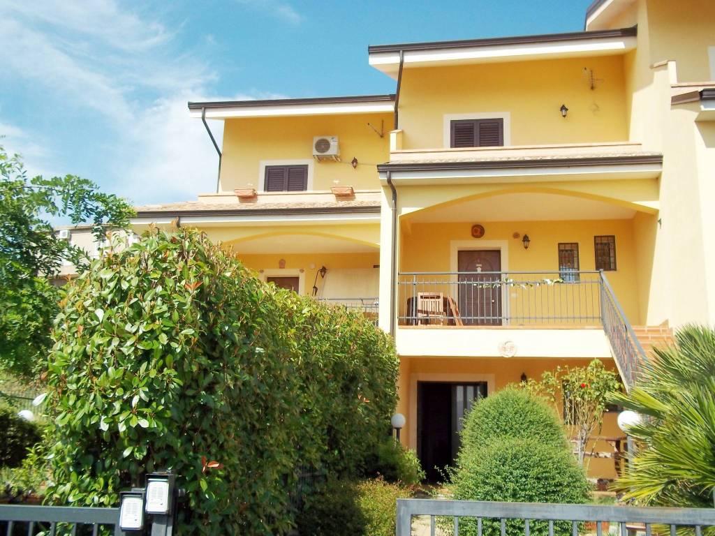 Villetta a schiera in ottime condizioni arredato in vendita Rif. 8962062