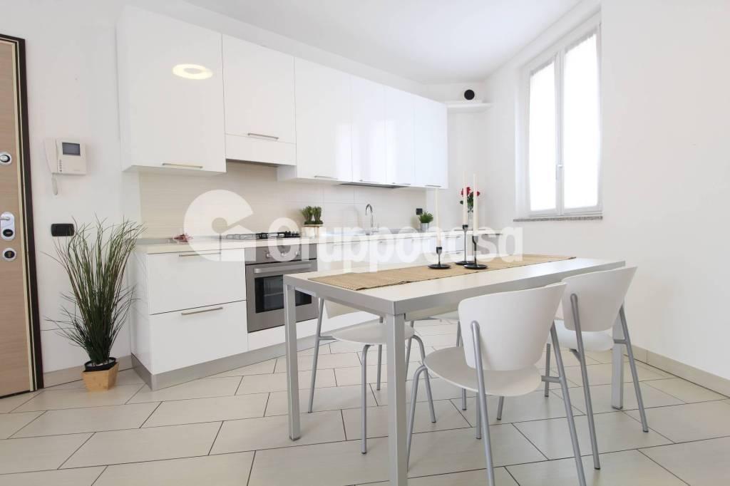 Appartamento in ottime condizioni parzialmente arredato in vendita Rif. 7591617