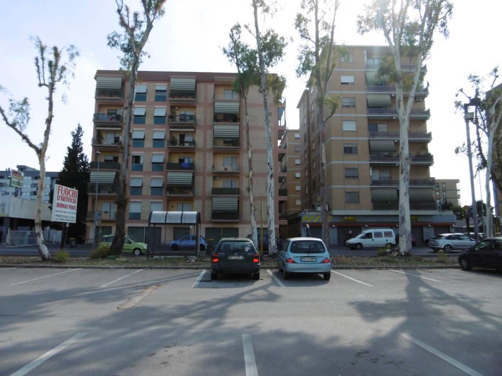 Appartamento in buone condizioni arredato in affitto Rif. 7592025