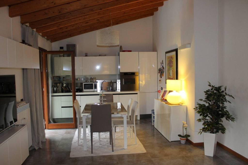 Appartamento in ottime condizioni in vendita Rif. 7611811