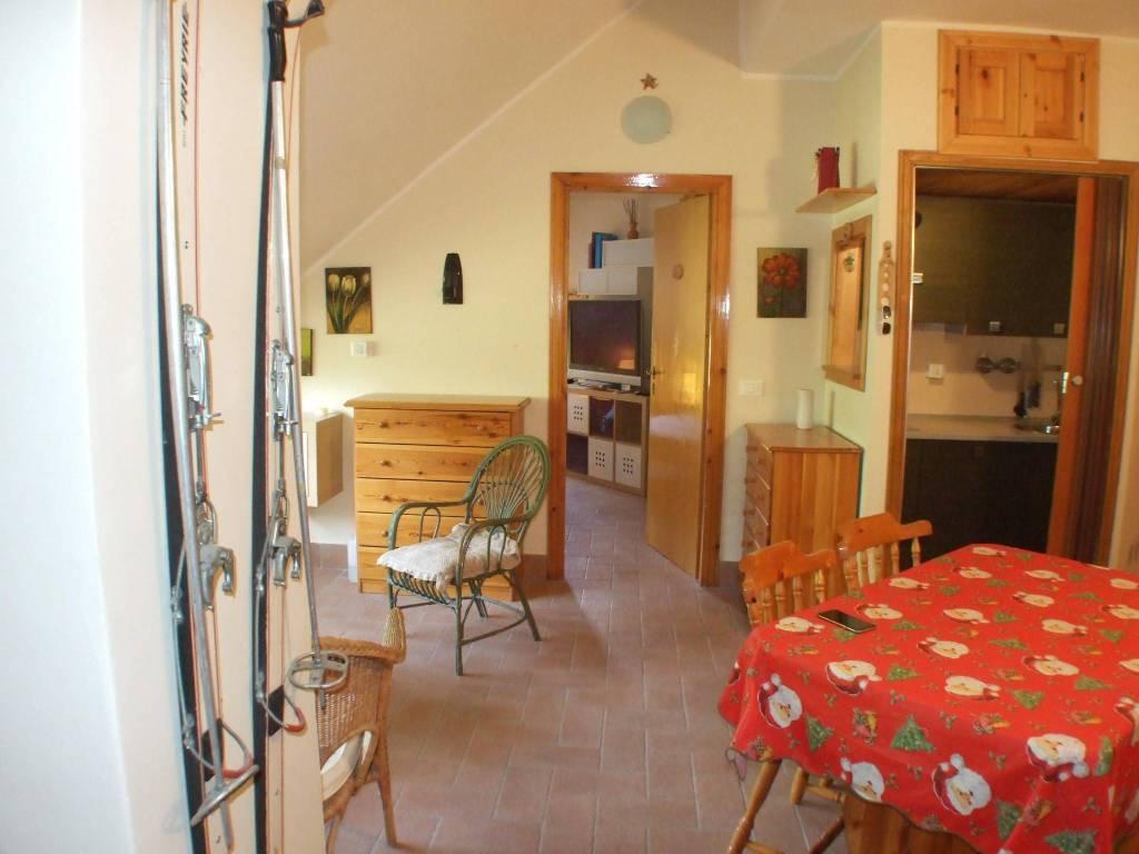 Appartamento in ottime condizioni arredato in vendita Rif. 7593677