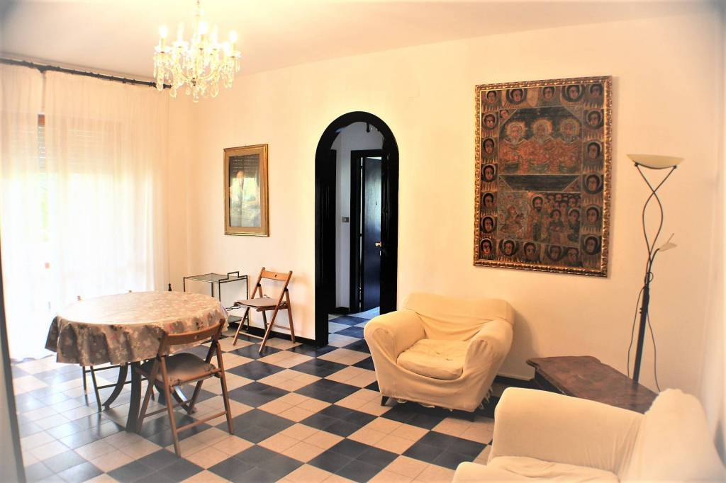 Appartamento in buone condizioni parzialmente arredato in vendita Rif. 7593935