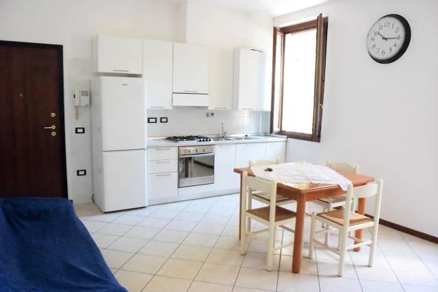 Appartamento in buone condizioni in vendita Rif. 6854448