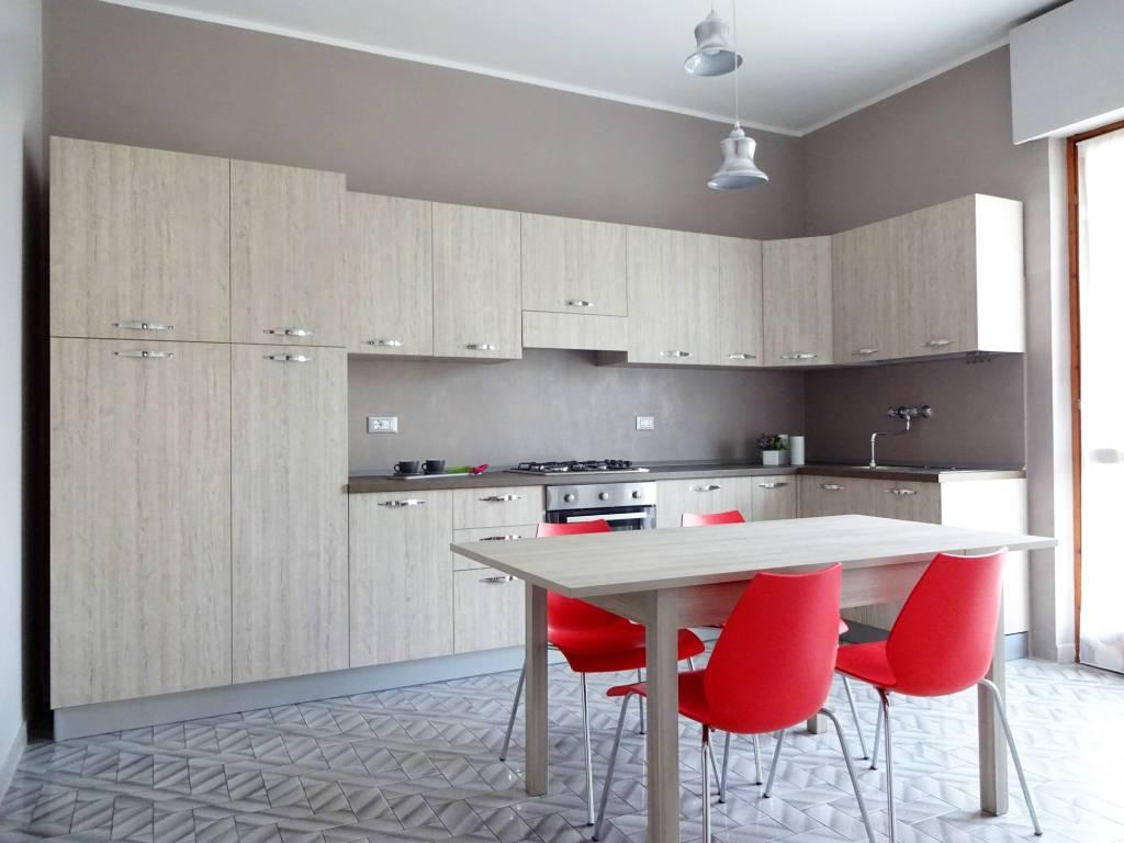 Appartamento in buone condizioni parzialmente arredato in affitto Rif. 7593831