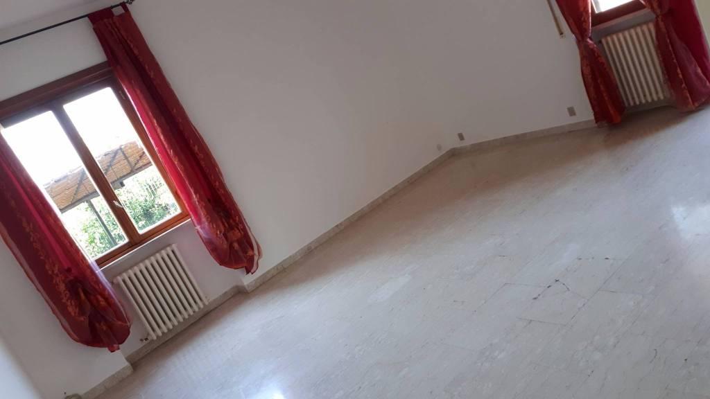 Appartamento in buone condizioni parzialmente arredato in affitto Rif. 7594056