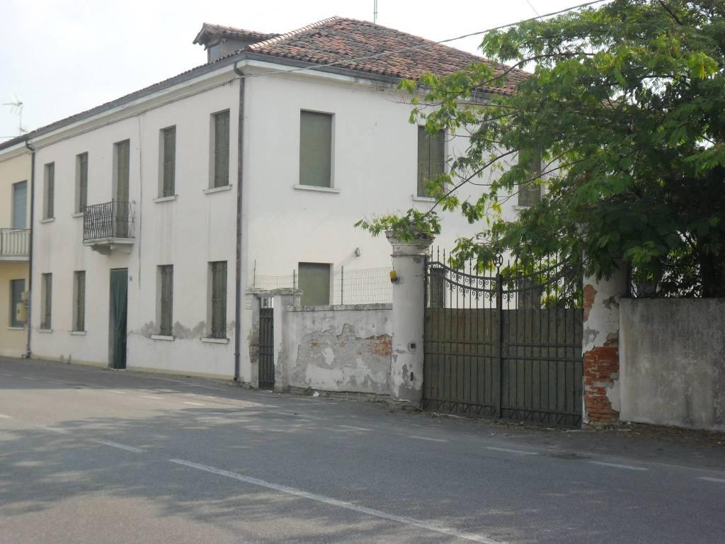 Stabile / Palazzo da ristrutturare in vendita Rif. 7593769